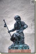 Bronzeskulptur vor St. Jakobus