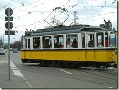 Triebwagen 276 biegt in den Betriebshof