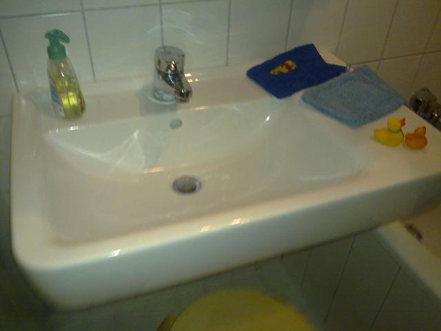 einfach nur ein waschbecken oder wie kaufe ich badm bel teil 1 der fechis blog. Black Bedroom Furniture Sets. Home Design Ideas