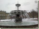 der eingefrorene Springbrunnen am Schlossplatz