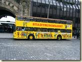 Einer der Doppeldecker-Busse