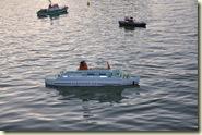 Modellschiffe auf dem See am Schloss