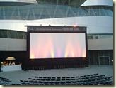 die Kino-Leinwand vor dem Museum