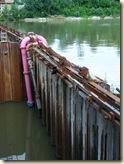 Schutzwand im Neckar vor dem ersten neuen Wehr