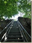 hier hinauf geht es nur mit Treppe