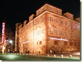 Nächtlich beleuchtetes Schloss